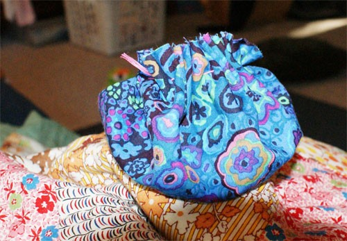 Make a Pincushion with a Mayonaise Jar Lid with Muse of the Morning
